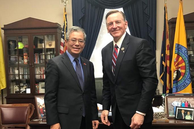 Đại sứ Phạm Quang Vinh gặp Trợ lý Bộ trưởng Quốc phòng Mỹ - Ảnh 1.