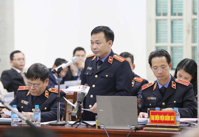 Xử vụ ông Đinh La Thăng: Chính phủ không có văn bản nào đồng ý cho PVN chọn PVC - Ảnh 1.