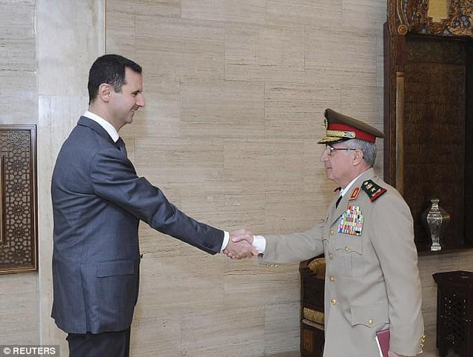 Tổng thống Assad bất ngờ thay bộ trưởng quốc phòng - Ảnh 1.