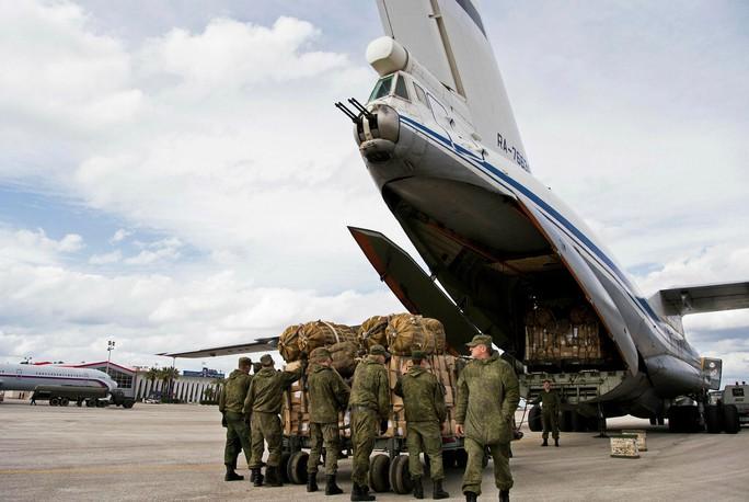 Bộ Quốc phòng Nga lên tiếng vụ 7 máy bay bị phá hủy ở Syria - Ảnh 1.