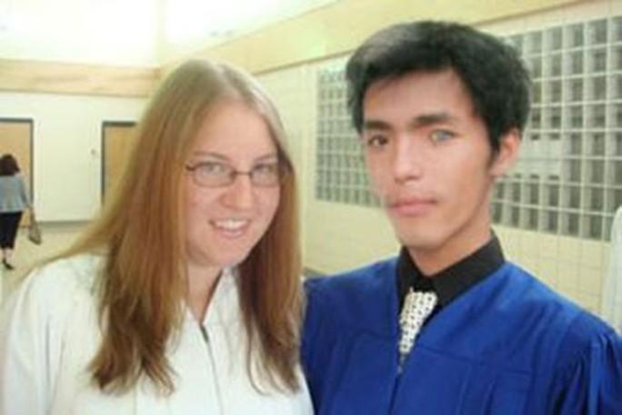 Những cú lừa tình - tiền của dị nhân có một mắt màu xanh - Ảnh 1.