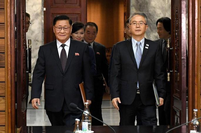 Người phụ nữ bí ẩn trong đoàn đàm phán Triều Tiên - Ảnh 1.