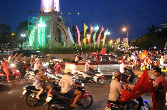 Muôn vạn cảm xúc trước chiến thắng của U23 Việt Nam - Ảnh 38.