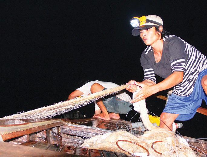 Trắng đêm theo dấu cá bông lau trên sông Hậu, Vàm Nao - Ảnh 1.