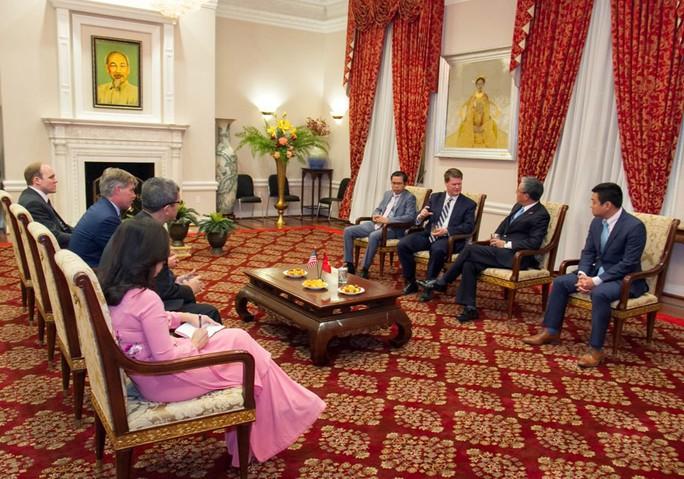Đại sứ Phạm Quang Vinh gặp Trợ lý Bộ trưởng Quốc phòng Mỹ - Ảnh 3.