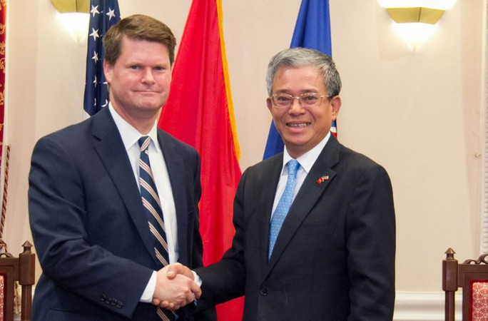 Đại sứ Phạm Quang Vinh gặp Trợ lý Bộ trưởng Quốc phòng Mỹ - Ảnh 2.
