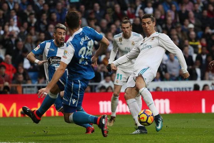 Ronaldo ghi bàn trở lại, Real Madrid đốt nóng đường đua La Liga - Ảnh 3.