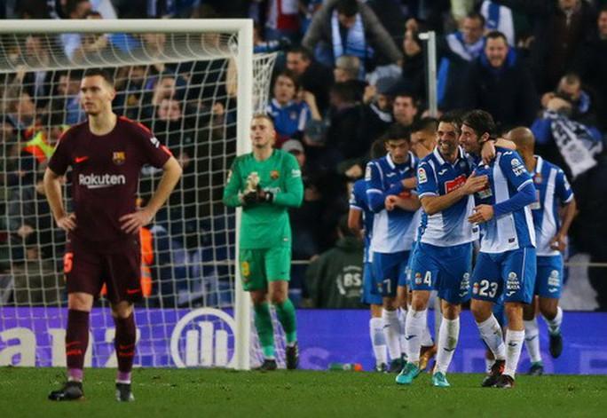 Messi hỏng phạt đền, Barcelona thua sốc Espanyol - Ảnh 7.