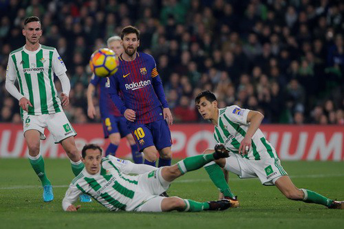 Ronaldo ghi bàn trở lại, Real Madrid đốt nóng đường đua La Liga - Ảnh 6.