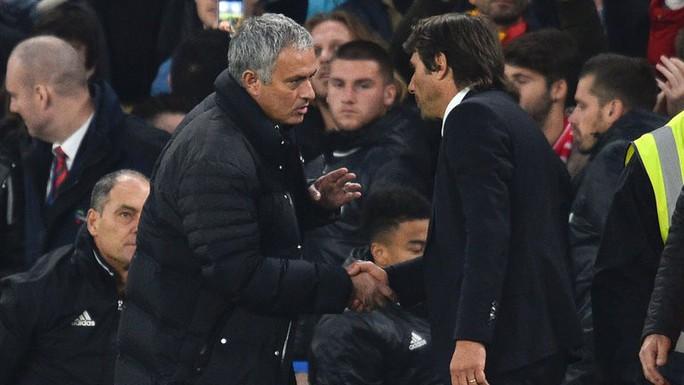 HLV Conte: Mourinho là kẻ giả dối, bé nhỏ! - Ảnh 2.