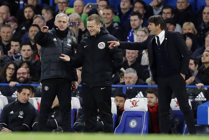 HLV Conte: Mourinho là kẻ giả dối, bé nhỏ! - Ảnh 1.