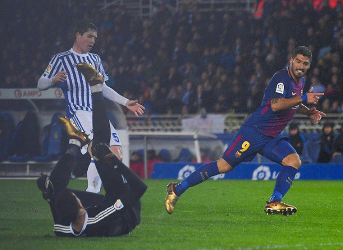 Xóa ký ức buồn ở Anoeta, Barcelona đè bẹp Sociedad - Ảnh 6.