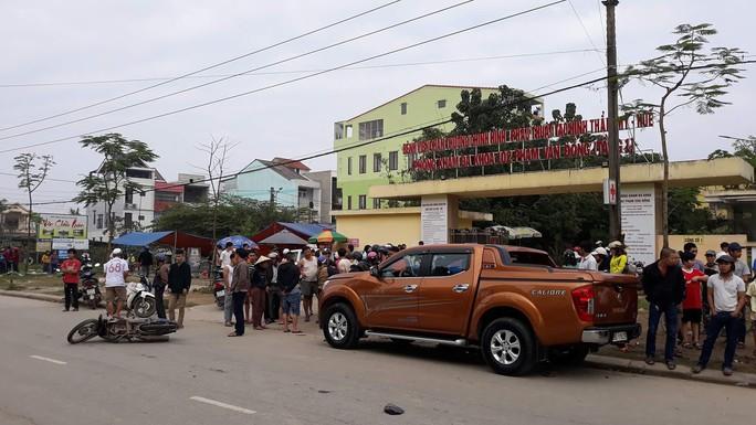 Đang xử lý tai nạn, một CSGT cùng nhiều người bị xe tông trọng thương - Ảnh 1.