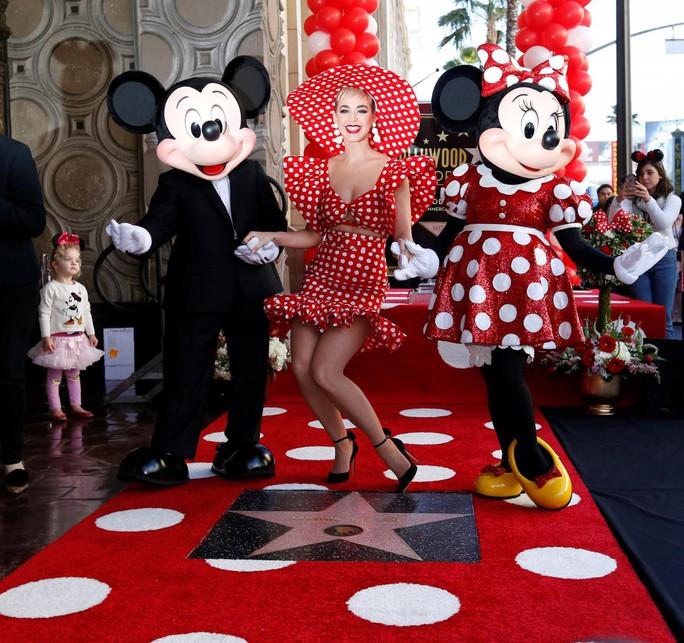 Sau 90 năm chờ đợi, bạn gái chuột Mickey được nhận sao - Ảnh 2.