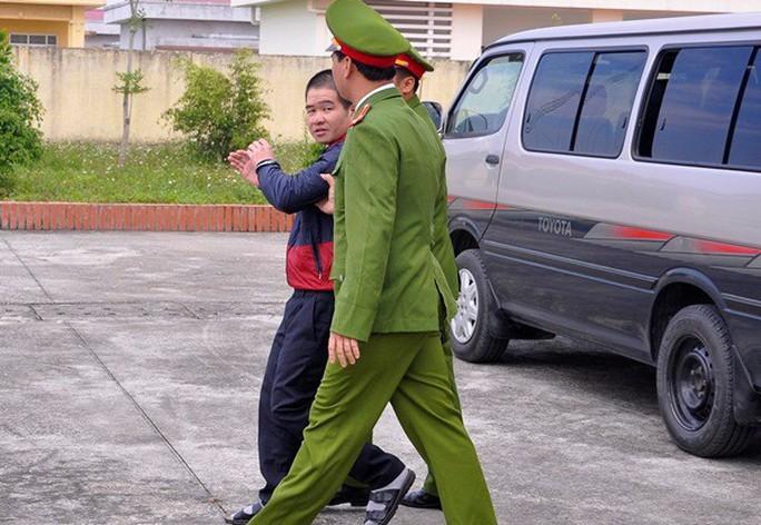 Phá dỡ ngôi nhà 7 tầng của ông trùm ma túy Tàng Keangnam - Ảnh 2.