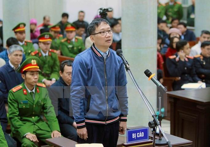 Luật sư truy vấn ông Đinh La Thăng tại tòa - Ảnh 1.