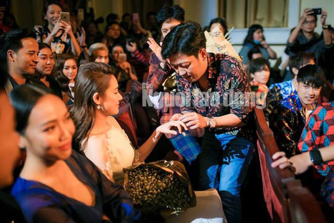 CLIP: Trường Giang cầu hôn Nhã Phương tại Lễ trao Giải Mai Vàng - Ảnh 7.