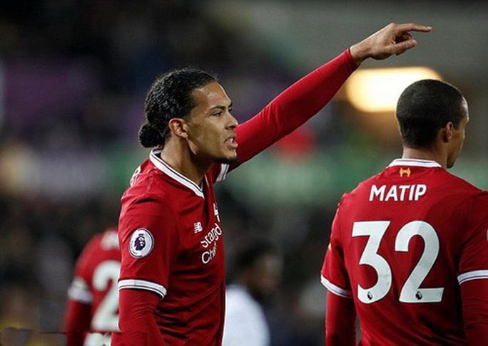 Ra mắt siêu trung vệ, Liverpool gục ngã trước Swansea - Ảnh 3.