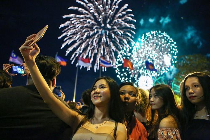 Clip: TP HCM tưng bừng đón năm mới 2019 - Ảnh 14.