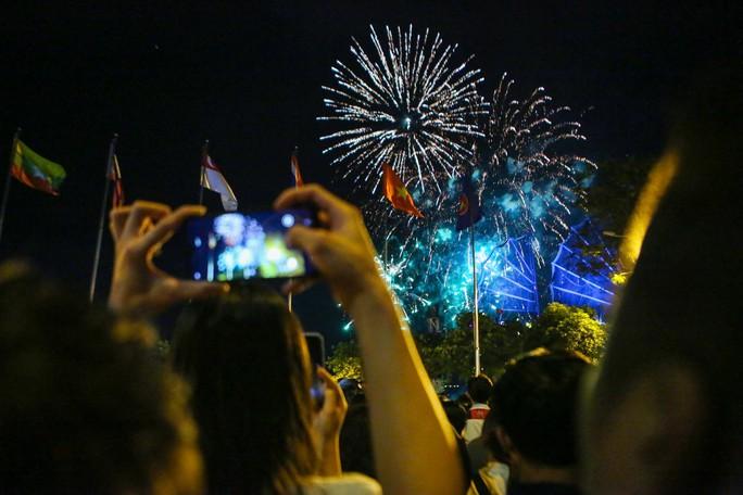Clip: TP HCM tưng bừng đón năm mới 2019 - Ảnh 12.
