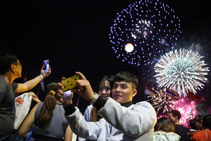 Clip: TP HCM tưng bừng đón năm mới 2019 - Ảnh 16.