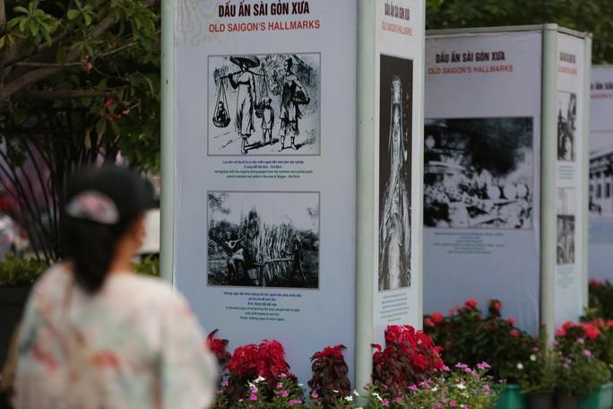 Ngắm Sài Gòn 320 năm qua ảnh tại phố đi bộ Nguyễn Huệ - Ảnh 2.
