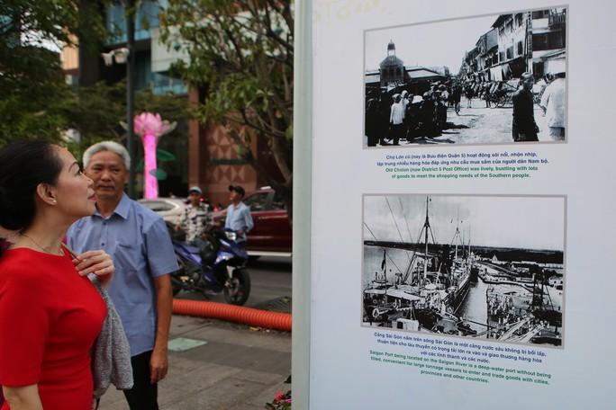 Ngắm Sài Gòn 320 năm qua ảnh tại phố đi bộ Nguyễn Huệ - Ảnh 3.
