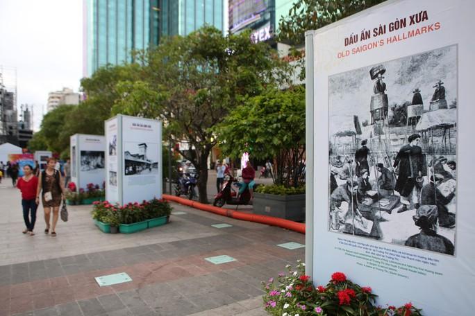 Ngắm Sài Gòn 320 năm qua ảnh tại phố đi bộ Nguyễn Huệ - Ảnh 1.