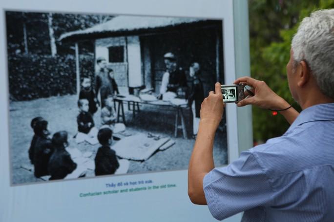 Ngắm Sài Gòn 320 năm qua ảnh tại phố đi bộ Nguyễn Huệ - Ảnh 4.