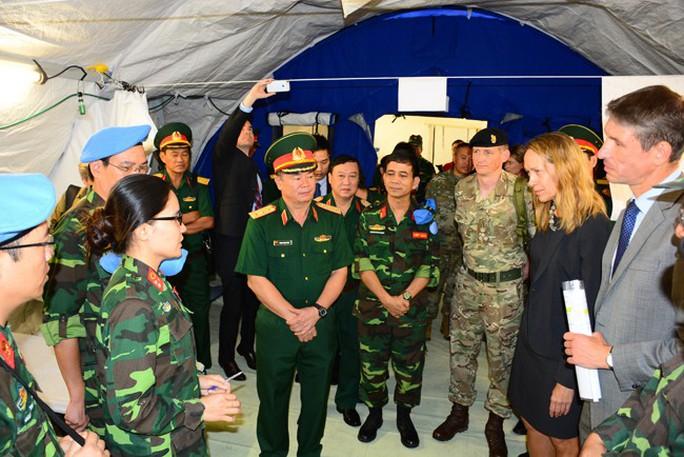 Bật mí về khổ luyện tại bệnh viện dã chiến tham gia lực lượng mũ nồi xanh - Ảnh 4.
