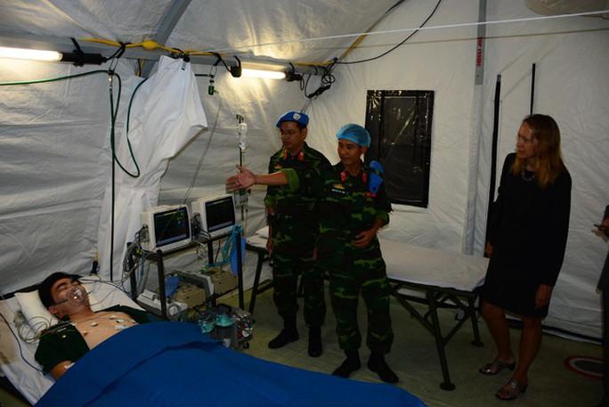 Bật mí về khổ luyện tại bệnh viện dã chiến tham gia lực lượng mũ nồi xanh - Ảnh 3.