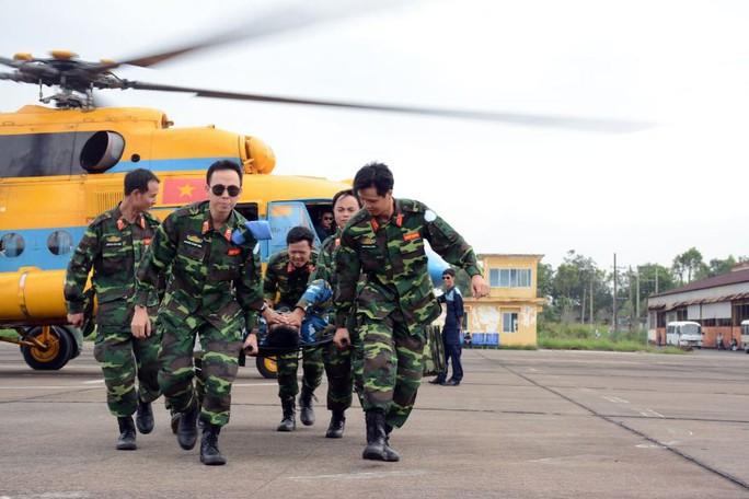 Bật mí về khổ luyện tại bệnh viện dã chiến tham gia lực lượng mũ nồi xanh - Ảnh 1.