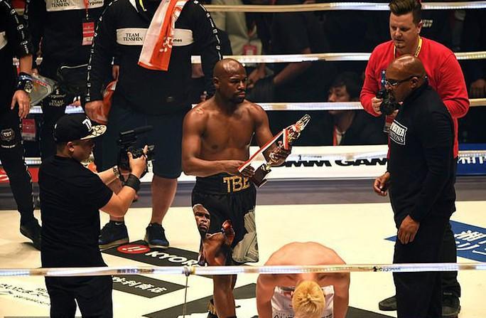 80 giây giành 9 triệu USD, Mayweather xứng danh vua quyền Anh - Ảnh 6.