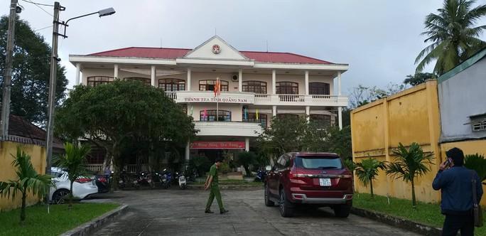 Phó chánh Thanh tra Quảng Nam rơi từ tầng 3: Không có yếu tố tội phạm - Ảnh 1.