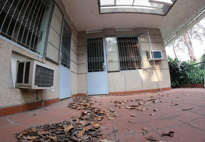 Cận cảnh biệt thự cũ giá triệu USD bỏ hoang giữa trung tâm TP HCM - Ảnh 4.