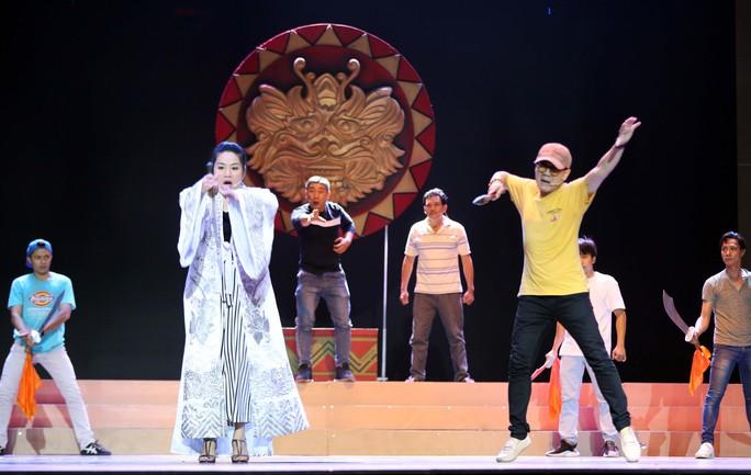 Trước giờ G Lễ trao giải Mai Vàng: Tâm sự của NSƯT Thành Lộc, Lê Khánh - Ảnh 8.