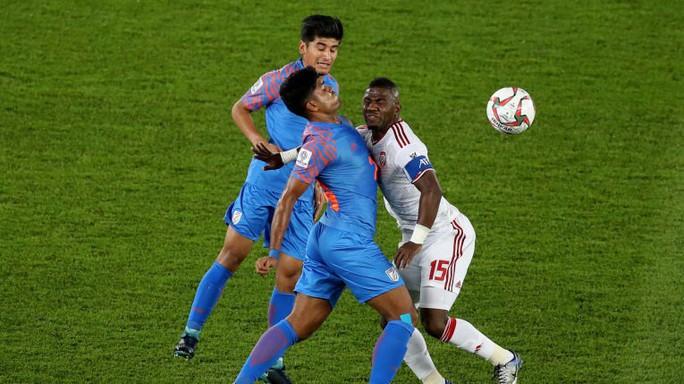 Ấn Độ thua UAE, cục diện bảng A trở nên kịch tính - Ảnh 1.