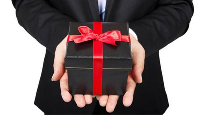 Quảng Bình cấm cán bộ tranh thủ biếu, tặng quà Tết lãnh đạo - Ảnh 1.