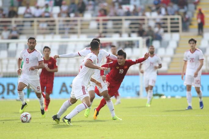 Clip: Công Phượng bỏ lỡ cơ hội đẹp, Việt Nam thua Iran 0-2 - Ảnh 6.