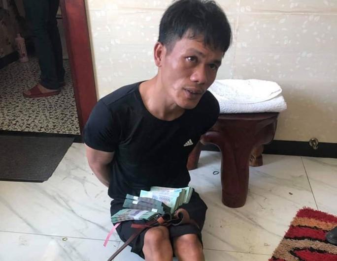 Vĩnh Long: Truy bắt thêm 2 nghi phạm trong băng nhóm trộm hơn 8 tỉ đồng - Ảnh 1.