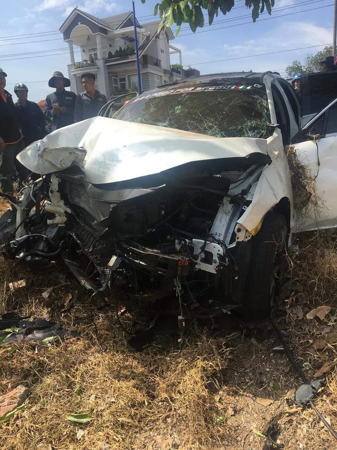 Điều tra nghi án ô tô đua tốc độ tông chết người bán dưa hấu lề đường - Ảnh 1.