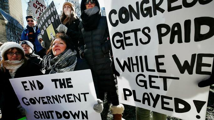 Mỹ: Chính phủ đóng cửa, nhân viên liên bang rao bán tài sản - Ảnh 1.