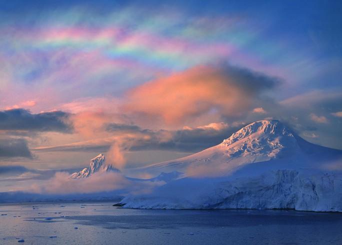 Từ trường trỗi dậy bí ẩn, đẩy Bắc Cực đến gần Siberia - Ảnh 1.
