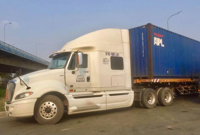 TP HCM: Xe container lại cán chết người rồi bỏ chạy - Ảnh 1.
