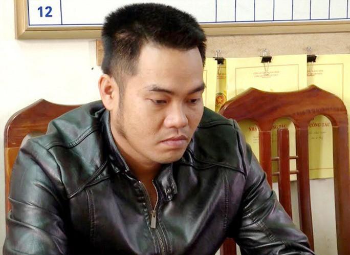 Kẻ giết trăn quý, uống máu khoe Facebook bị bắt vì chở hàng nóng - Ảnh 2.
