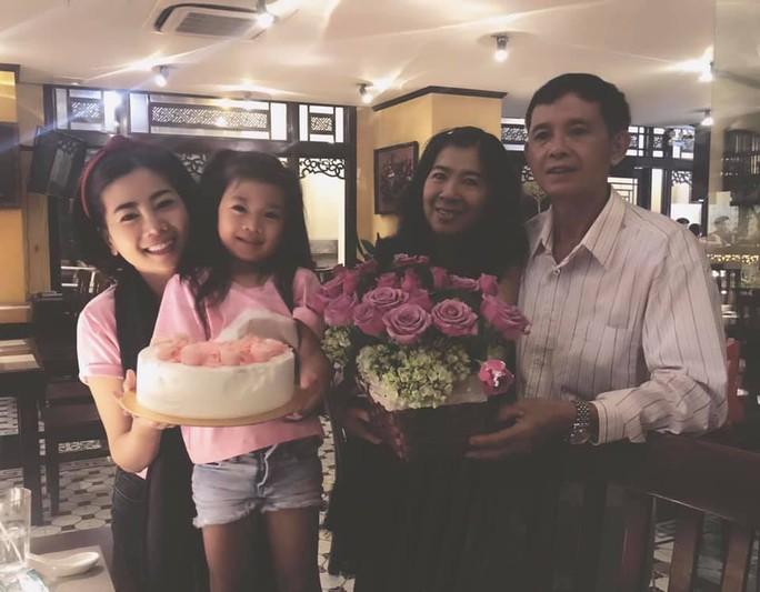 Diễn viên Mai Phương rạng ngời bên người thân trong ngày sinh nhật - Ảnh 3.