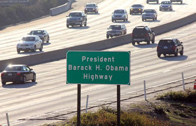 Mỹ: Đường Obama, trường Obama, sân bay Obama... và còn gì nữa? - Ảnh 2.