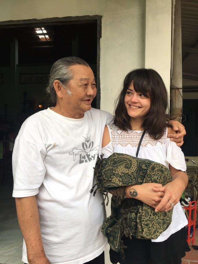 Cô gái Pháp rưng rưng gặp lại gia đình ở Vũng Tàu sau nhiều năm thất lạc - Ảnh 8.