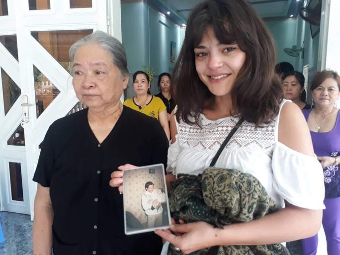 Cô gái Pháp rưng rưng gặp lại gia đình ở Vũng Tàu sau nhiều năm thất lạc - Ảnh 1.
