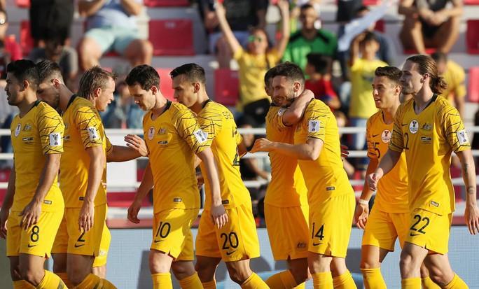 Vé vớt còn 3 suất, tuyển Việt Nam hồi hộp chờ bảng B - Ảnh 1.